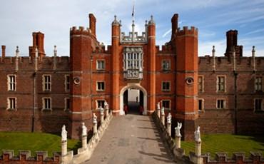 Hampton Court Palace)