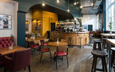 Auberge Bar & Restaurant)